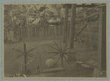 Het maken van vischlÿner in hampong Lvetve nabÿ Pambaveang