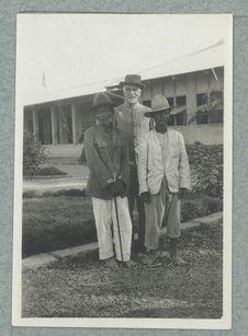 Lucien Lévy-Bruhl [portrait avec deux hommes]