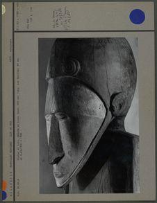 Statue en bois appelée l'Homme Bleu
