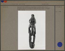 Sculpture en bois représentant un enfant