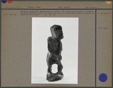Sculpture en bois représentant nominativement un enfant