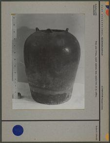 Urne funéraire ayant contenu squelette