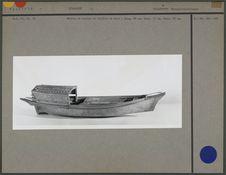 Modèle de bateau de rivière en bois
