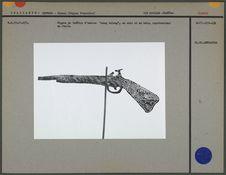 Figure de théâtre d'ombres : un fusil