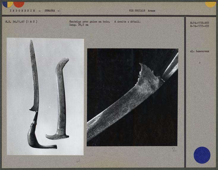 Coutelas avec gaine en bois