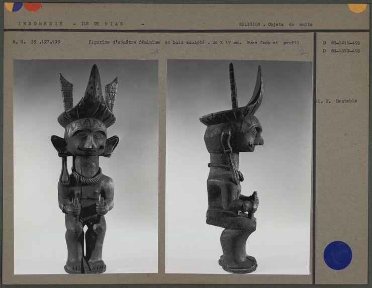 Figurine d'ancêtre féminine en bois sculpté