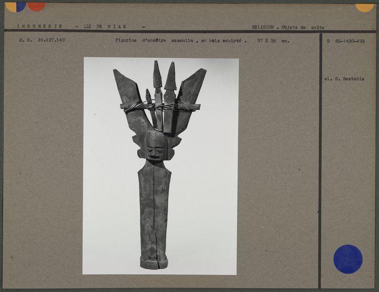 Figurine d'ancêtre masculin en bois sculpté