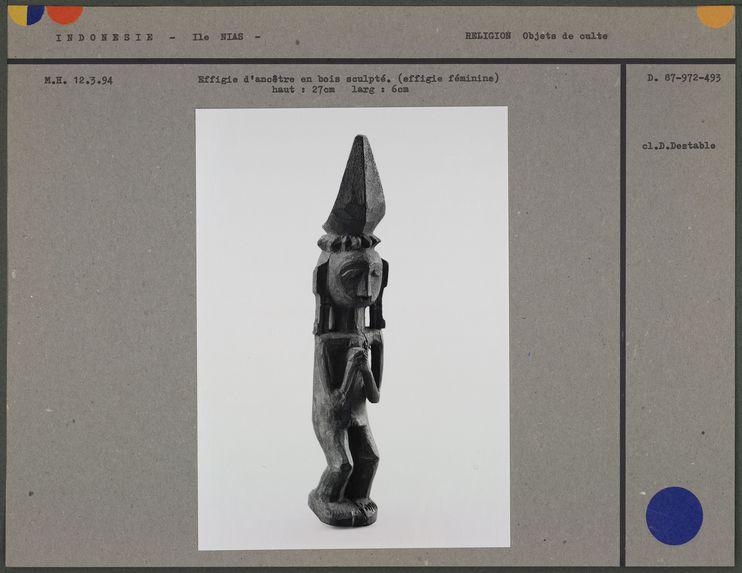 Effigie d'ancêtre en bois sculpté