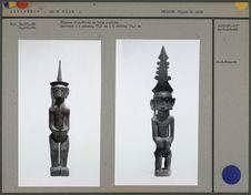 Figures d'ancêtres en bois sculpté