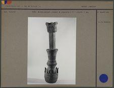 Pièce de bois sculpté, crochet de suspension