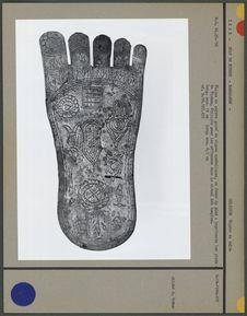 Plaque de cuivre gravé de signes symboliques