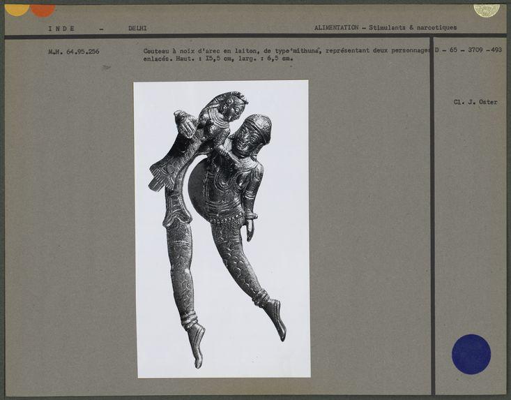 Sarauta représentant un couple enlacé