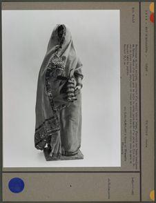 Personnage en bois sculpté, recouvert d'un enduit