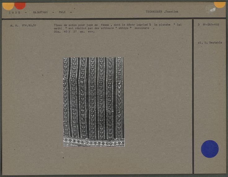 Tissu de coton dont le décor est imprimé à la planche