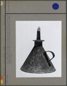 Petite lampe à pétrole en fer blanc