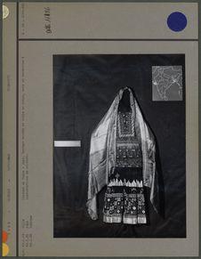 Costume de femme en coton, soie et broderies
