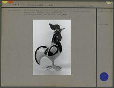 Coq en papier mâché, vu à droite