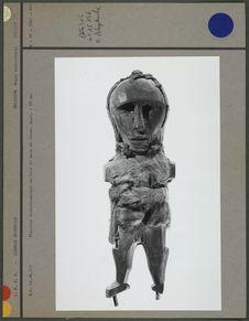 Idole anthropomorphe en bois