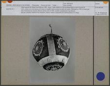 Balle eskimo en cuir de phoque blanc et noir et perles de verre