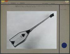 Dombra, instrument à cordes pincées