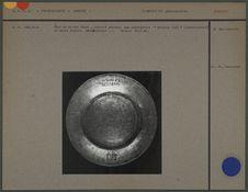 Plat de cuivre étamé, gravé d'une inscription