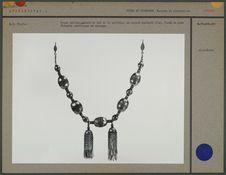 Grand collier, parure de cou ou de poitrine
