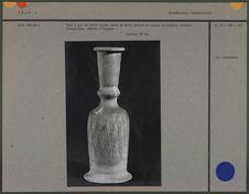 Vase à eau en terre cuite, décor incisé
