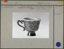 Service à café : six tasses en faïence blanche