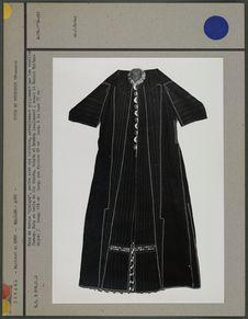 Robe de dessus portée avec une ceinture