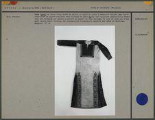 Robe en coton écru, motifs au point de croix