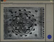 Détail d'un panneau du coffre (motif rond)