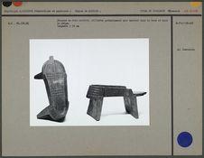 Socques en bois sculpté