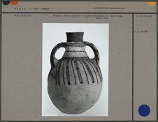 Cruche à eau en poterie à engobe