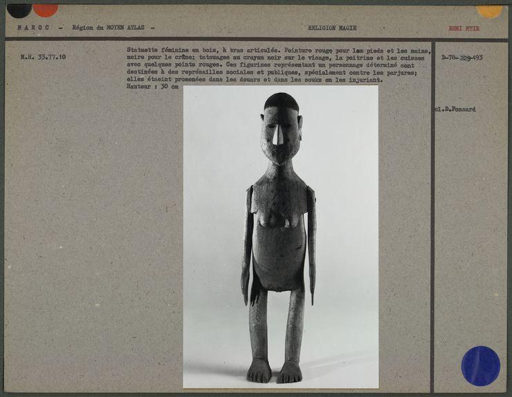 Statuette féminine en bois, à bras articulés