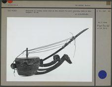 Harpe-luth à quatre cordes, caisse en bois