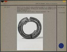 Bracelet en fer, décor géométrique incisé