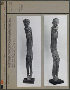 Statue hermaphrodite taillée dans un tronc d'arbre (entière)