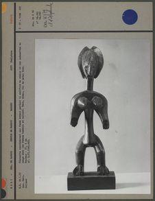 Statuette en bois représentant une femme Sarakolé