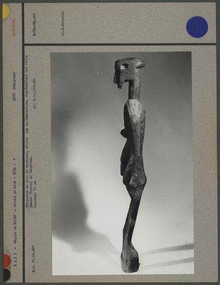 Statuette en bois de kapotier