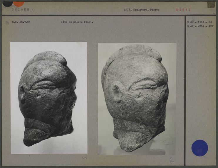 Vitrine de Nouvelle Guinée-Sepik, statuette en pierre
