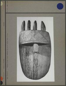 Masque en bois clair