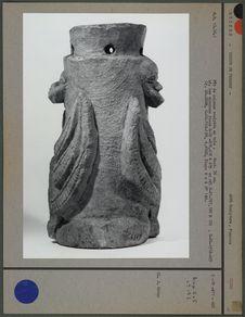 Fût de colonne sculptée