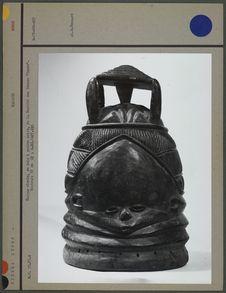 Masque cloche, en bois, à patine noire