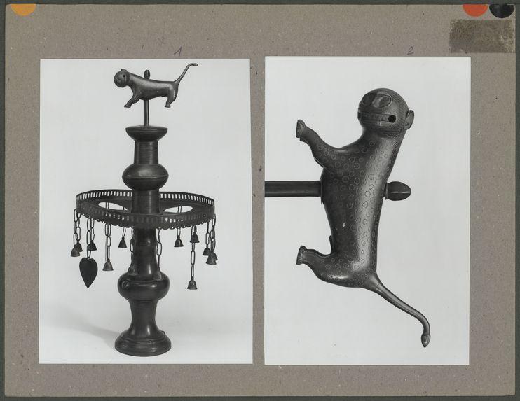 Arbre en fer, emblême fixé sur le faîte d'une case
