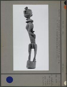 Statue hermaphrodite en bois peint