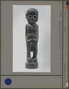 Statuette en bois, haut de piquet