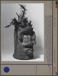 Glé : bloc de terre en forme de tête