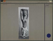 Personnage féminin en bois : idole, déesse de la maternité