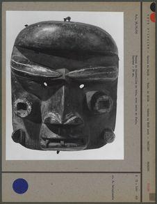 Masque de funérailles en bois, dents