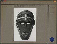 Masque, en bois peint en noir et blanc